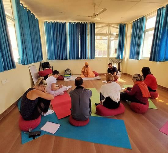 meditation retreat india
